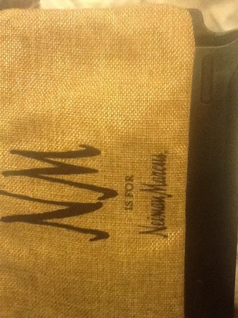 """Neiman Marcus Tan with Black Text New """"Nm Is For """" Wristlet/Cosmetics Cosmetic Bag Neiman Marcus Tan with Black Text New """"Nm Is For """" Wristlet/Cosmetics Cosmetic Bag Image 3"""