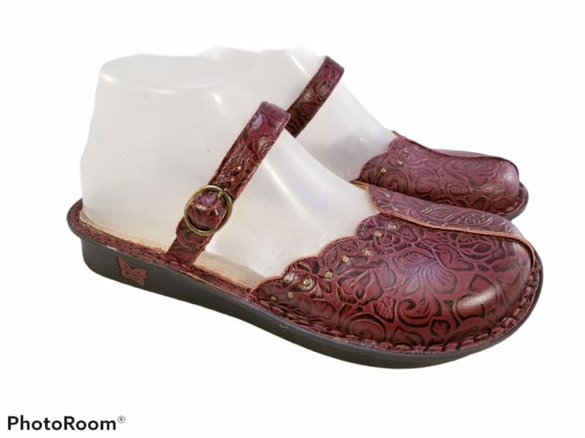 Item - Burgundy Red Tooled Leather Sling Back Mary Janes Floral Mules/Slides Size EU 38 (Approx. US 8) Regular (M, B)