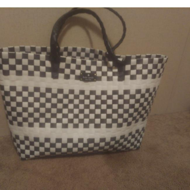 Item - Black and White Handwoven Straw Tote