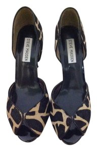Steve Madden Black and Tan Pumps