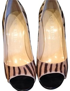 Anne Klein Camel/black Tiger Pumps