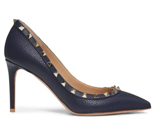 Item - Navy Classic Rockstud Court Pebbled Grainy Leather 85mm Embellished Pointy Pumps Size EU 37 (Approx. US 7) Regular (M, B)