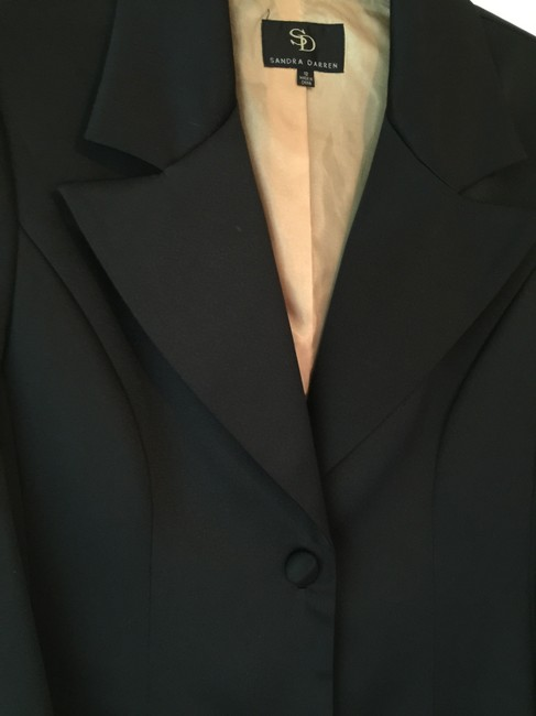 Sandra Darren Full Lied One Button Front Closure Button Is Covered With Fabric Unusual Sleeves Modest Shoulder Pads Dryclean Only Dressy Black Blazer