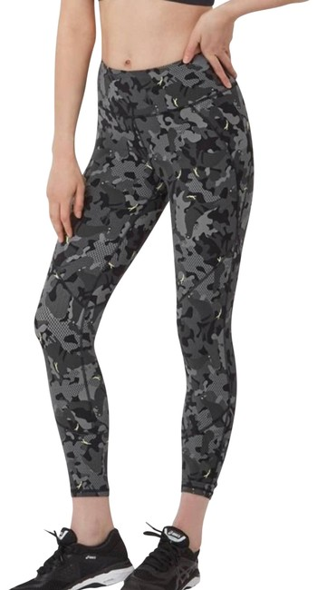 Item - Gray XS The Power Camo Activewear Bottoms Size 2 (XS, 26)