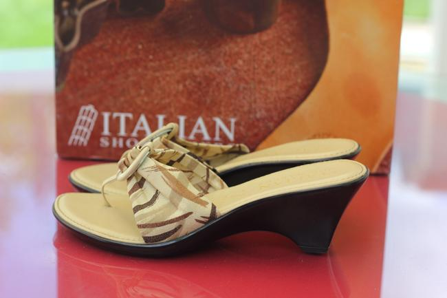 Tan with Plaid Strapy Italian Shoemaker Rare Hand Made Love In Italy Only Worn Once Sandals Size US 6.5 Narrow (Aa, N) Tan with Plaid Strapy Italian Shoemaker Rare Hand Made Love In Italy Only Worn Once Sandals Size US 6.5 Narrow (Aa, N) Image 2