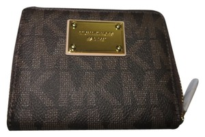 Michael Kors Michael Kors Jet Set Medium Zip Around Wallet