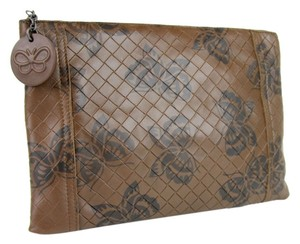 8a4a22005f95 Bottega Veneta Intrecciomirage Leather Butterfly Pouch Brown Clutch