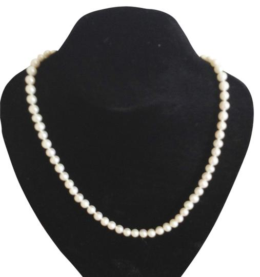 Preload https://img-static.tradesy.com/item/2970643/pearl-a-classic-piece-for-your-closet-necklace-0-0-540-540.jpg