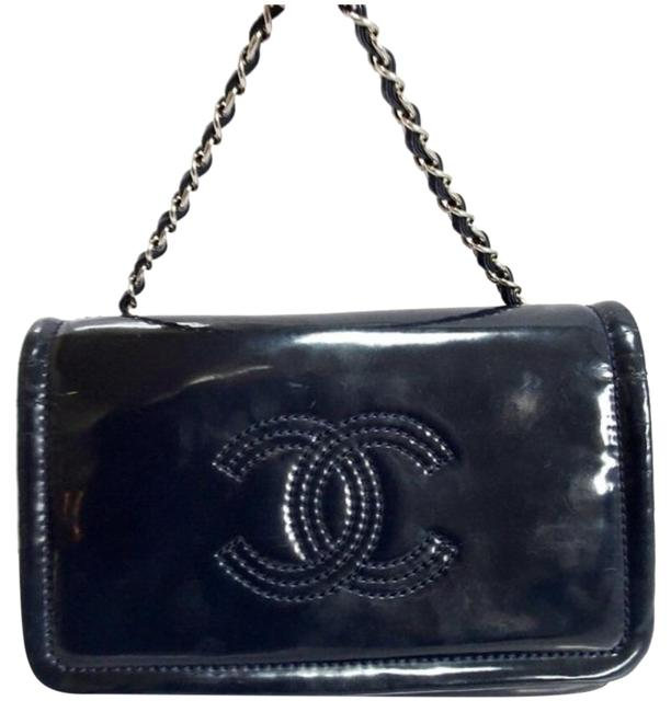 Item - Classic Quilted Coco Cc Navy Patent Leather Cross Body Bag