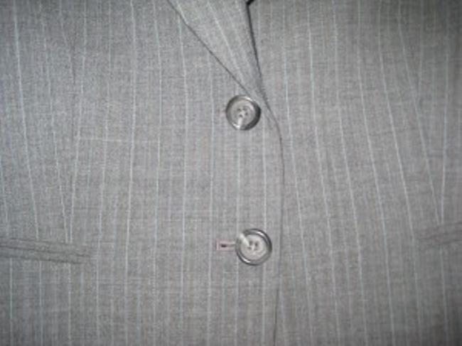 Antonio Melani Antonio Melani Pant Suit. This suit is Grey with l