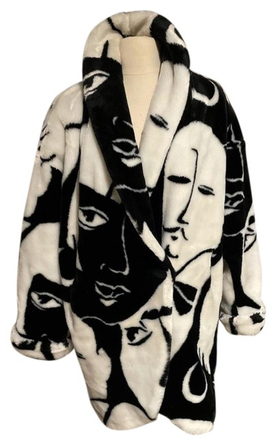 Item - Black and White Faces Coat Size 4 (S)