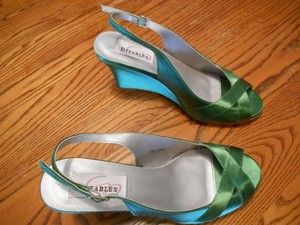 Dyeables Clover Green Worn Once Wedges Size US 7.5