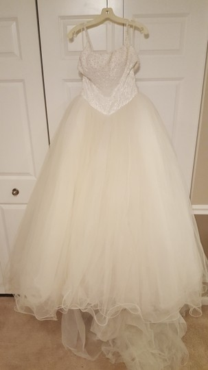 Demetrios White Tulle Skirt Wedding Dress Size 6 (S)