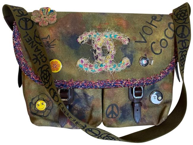 Item - Graffiti New On-the-pavements Watercolor Paint Cc Votez Coco 5x5 Peace Fringe Button Smiley Yinyang Heart Flower 15s Green Canvas Messenger Bag