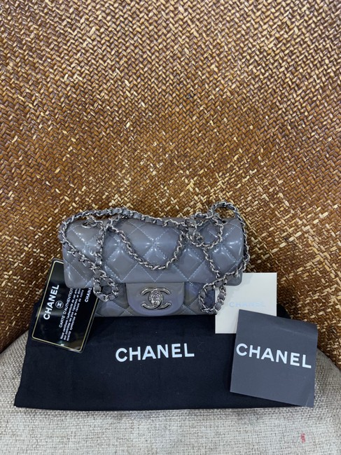 Item - Flap Chain Shoulder Handbag Quilted Grey Patent Leather Cross Body Bag