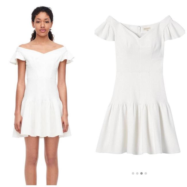 Item - White Sleeve Off-the-shoulder Texture Short Casual Dress Size 10 (M)
