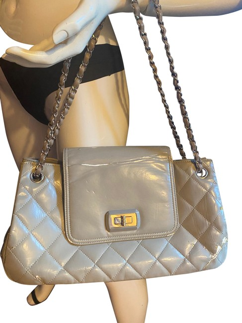 Item - 2.55 Reissue Matelasse Quilted Turnlock Flap Gray Patent Leather Shoulder Bag