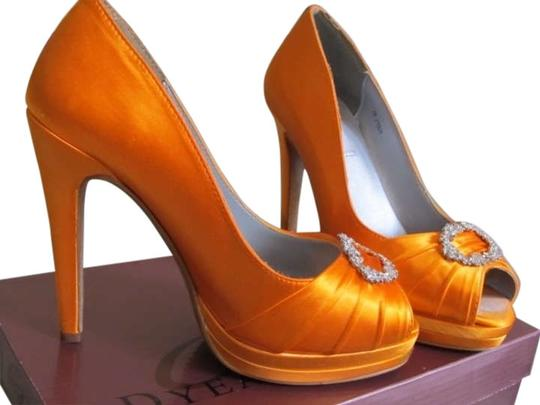 Preload https://img-static.tradesy.com/item/298149/dyeables-orange-gianna-formal-shoes-size-us-7-0-1-540-540.jpg