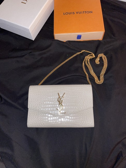 Item - Wallet on Chain Ysl Uptown Embossed Wallet On Chain. Cream Crocodile Skin Leather Clutch