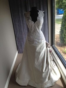 St. Pucchi 195 Wedding Dress