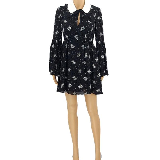 Item - Black & White Lily Bell Sleeve Floral Printed Mini Silk Short Casual Dress Size 0 (XS)