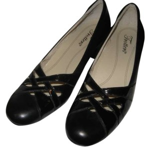 Trotters Black Pumps
