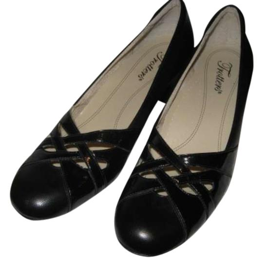 Preload https://item4.tradesy.com/images/trotters-black-leather-pumps-size-us-8-298268-0-0.jpg?width=440&height=440