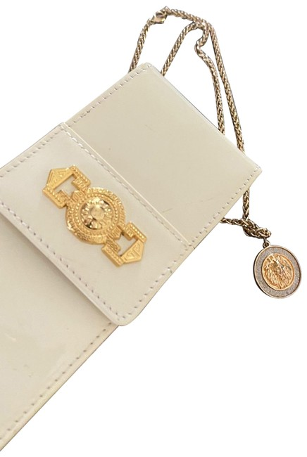 Item - Small Hand White Leather and Vernis Exterior Clutch