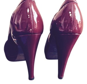 Claudia Ciuti Rich Deep Red Wine Platforms