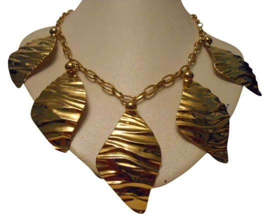 Preload https://img-static.tradesy.com/item/299011/gold-tone-vintage-necklace-0-0-540-540.jpg