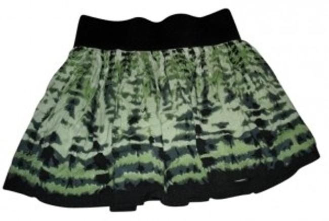 Preload https://img-static.tradesy.com/item/29908/forever-21-green-mini-miniskirt-size-2-xs-26-0-0-650-650.jpg