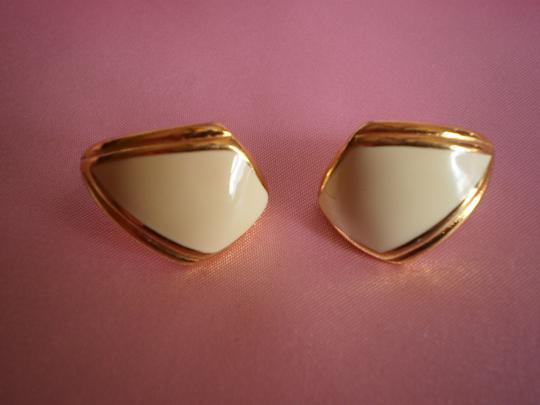 Preload https://item2.tradesy.com/images/monet-gold-and-cream-like-new-earrings-299196-0-0.jpg?width=440&height=440