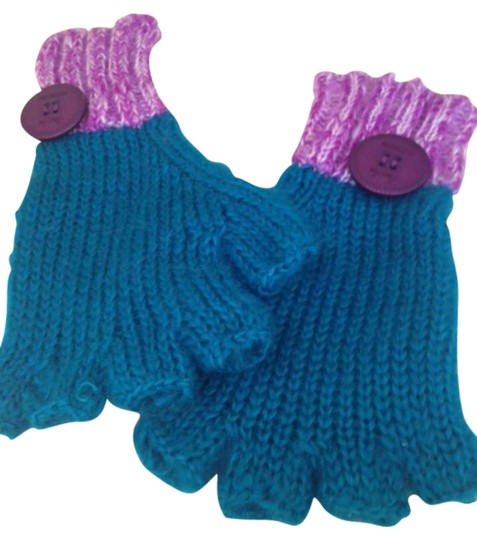Preload https://img-static.tradesy.com/item/299326/urban-outfitters-turquoise-and-purple-mohair-gloves-0-0-540-540.jpg