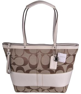 Coach Tote in khaki white