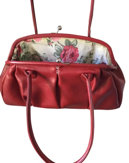 Preload https://item5.tradesy.com/images/mango-floral-vintage-red-purse-red-and-pink-roses-pvc-polyurethane-with-cotton-lining-satchel-2994829-0-0.jpg?width=440&height=440