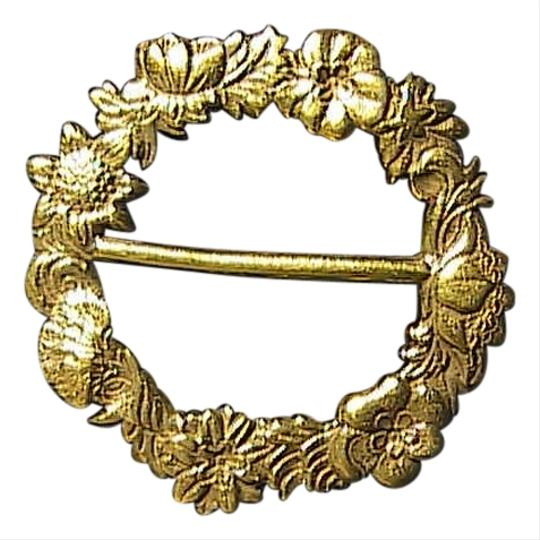 Vintage Gold Tone Flower Wreath Brooch
