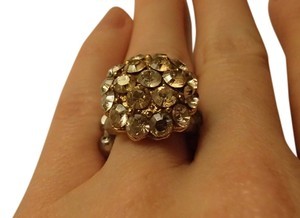 Costume Jewelry ring with stretchy band in gold and silver tones