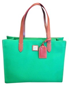 Dooney & Bourke Tote in Kelly green