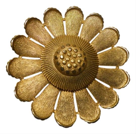 Preload https://item5.tradesy.com/images/sarah-coventry-gold-tone-vintage-sun-flower-pin-2996854-0-0.jpg?width=440&height=440