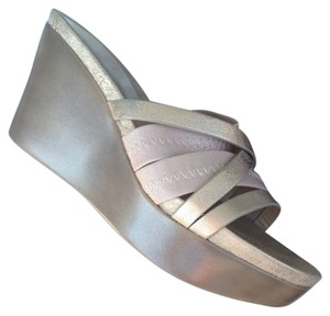 Donald J. Pliner New Platinum gold Sandals