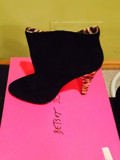 Betsey Johnson Leopard Print Bow Black Auede Boots