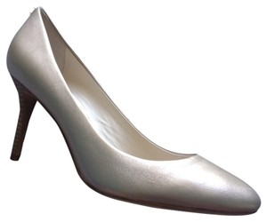 Coach New Leather gold platinum Pumps