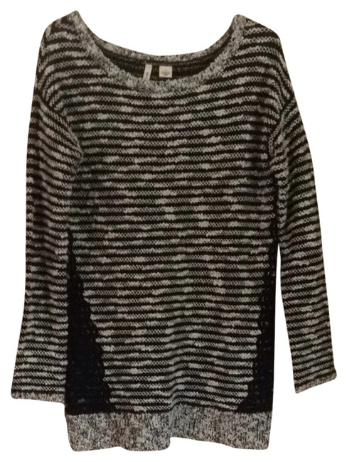 Preload https://item4.tradesy.com/images/anthropologie-black-and-white-moth-sweaterpullover-size-10-m-3020578-0-0.jpg?width=400&height=650