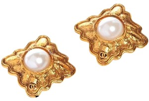 Chanel Chanel Faux Pearl Diamond Shape Clip On Earrings CCJY24