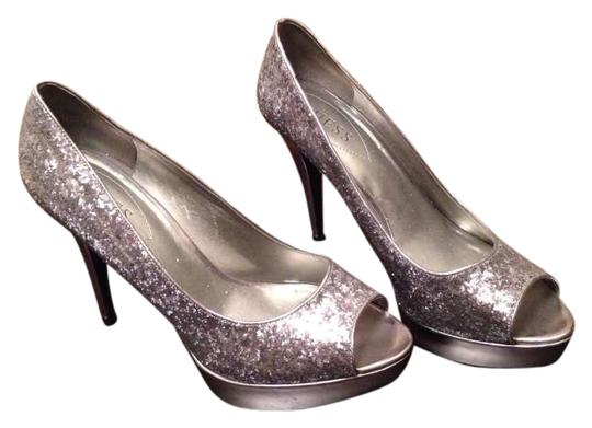 Preload https://img-static.tradesy.com/item/302318/guess-silver-pumps-size-us-10-0-0-540-540.jpg