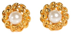 Chanel CCSL09 CHANEL Vintage Faux Pearl Clip On Earrings
