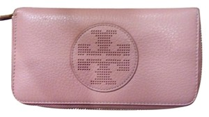 Tory Burch 100% authentic Tory Burch kipp zip continentle