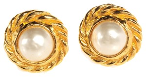 Chanel CHANEL Vintage Pearl Clip On Earrings CCAV398