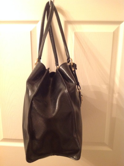 Liz Claiborne Big Spacious Compartments Shoulder Bag