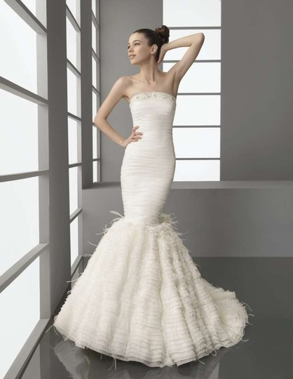 Preload https://item3.tradesy.com/images/aire-barcelona-ivory-platino-wedding-dress-size-6-s-302827-0-0.jpg?width=440&height=440
